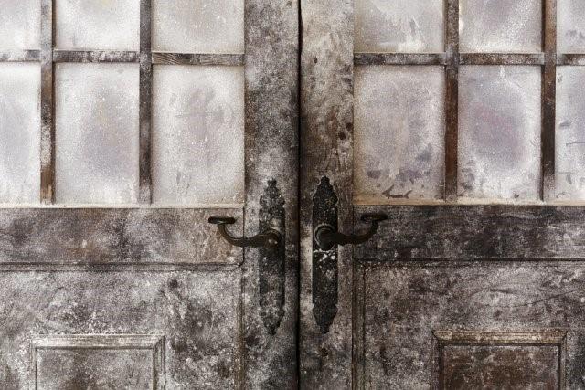 5 бед с дачной дверью: как попасть в здание зимой